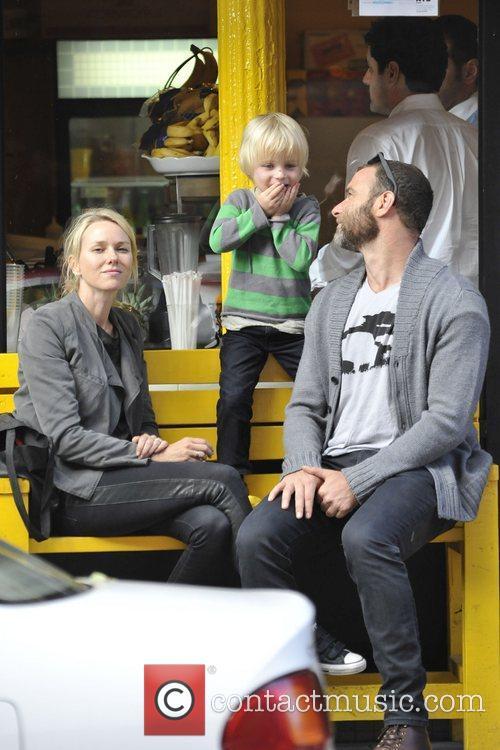 Naomi Watts and Liev Schreiber 32