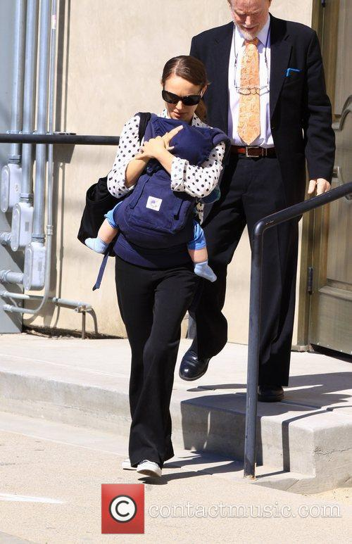 natalie portman carries her son aleph in 3762469