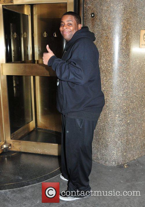 kenan thompson celebrities arrive at the nbc 5791090