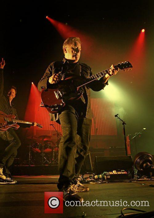Bernard Sumner and Manchester O2 Apollo 6