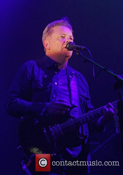 Bernard Sumner and Manchester O2 Apollo 9