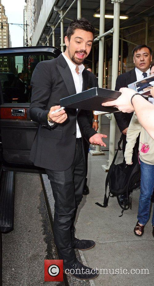 dominic cooper greets fans and signs autographs 3950982