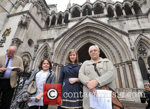L-r, Solicitor Jocelyn Cockburn, Niki Smith, Susan Smith, Royal Courts, Justice, British and Iraq 3