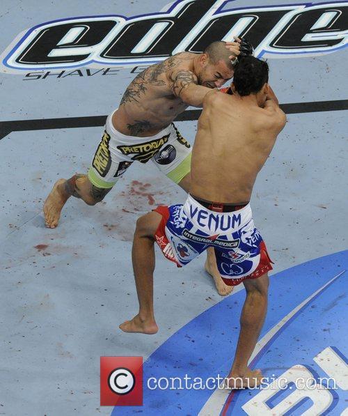 Cub Swanson vs Charles Oliveira  UFC 152...