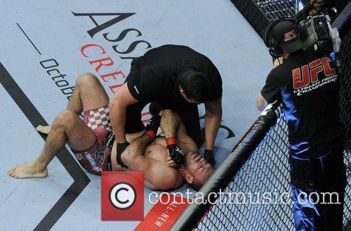 Igor Pokrajac with a dislocated shoulder  UFC...