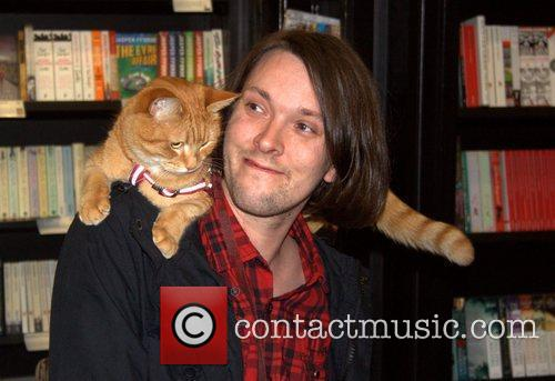 James Bowen and Bob attend a busy signing...