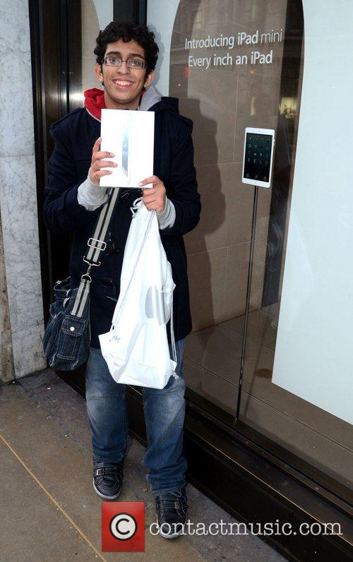 Zohabib Ali buy's the first iPad Mini Customers...