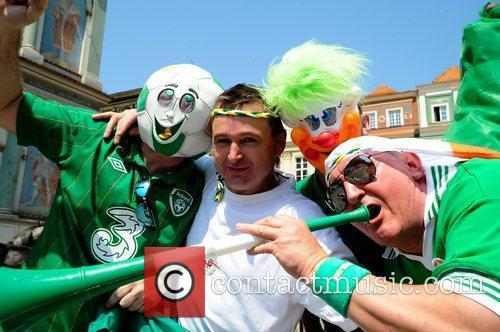 Italy and Ireland fans show their support ahead...