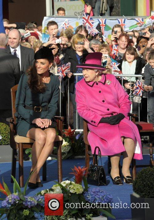 Queen Elizabeth II, Duchess and Kate Middleton 15