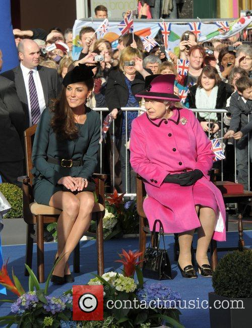 Queen Elizabeth II, Duchess and Kate Middleton 19