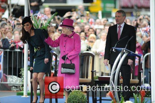 Queen Elizabeth II, Duchess and Kate Middleton 27