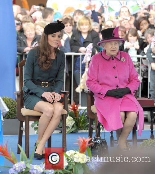 Queen Elizabeth II, Duchess and Kate Middleton 41