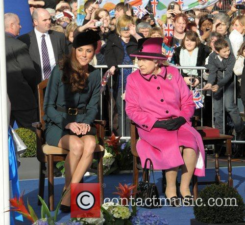 Queen Elizabeth II, Duchess and Kate Middleton 43