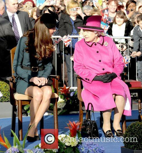 Queen Elizabeth II, Duchess and Kate Middleton 45