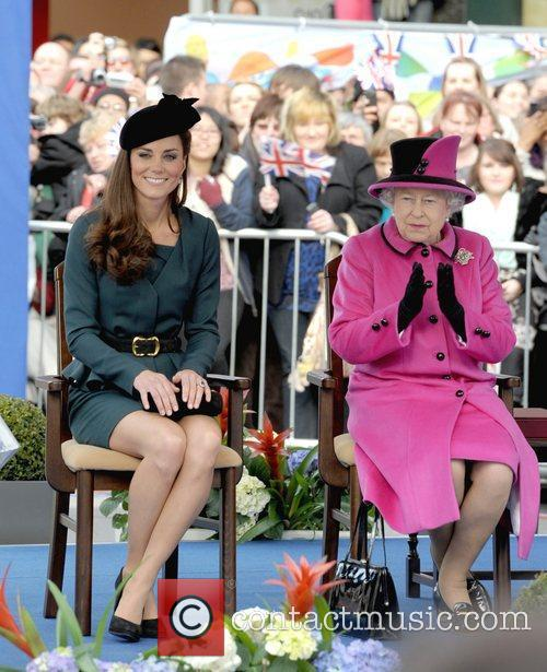 Queen Elizabeth II, Duchess and Kate Middleton 46