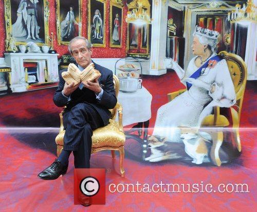 3D Street Art 'Tea with the Queen' to...