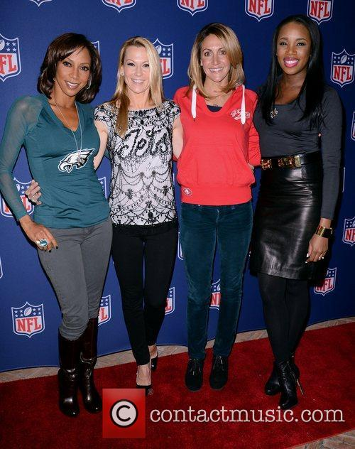 Holly Robinson Peete, Suzanne Johnson, Summer Sanders, Kiss