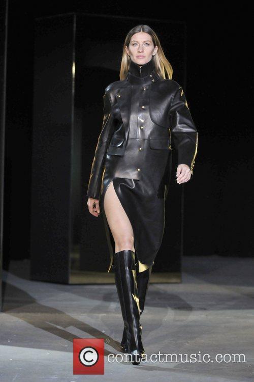Gisele Bundchen Mercedes-Benz Fashion Week - Fall 2012...