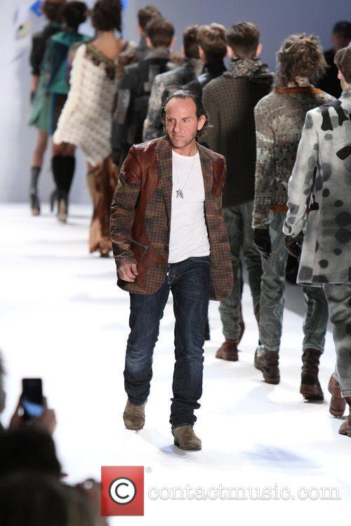 Mercedes-Benz Fashion Week - Fall 2012 - Custo...