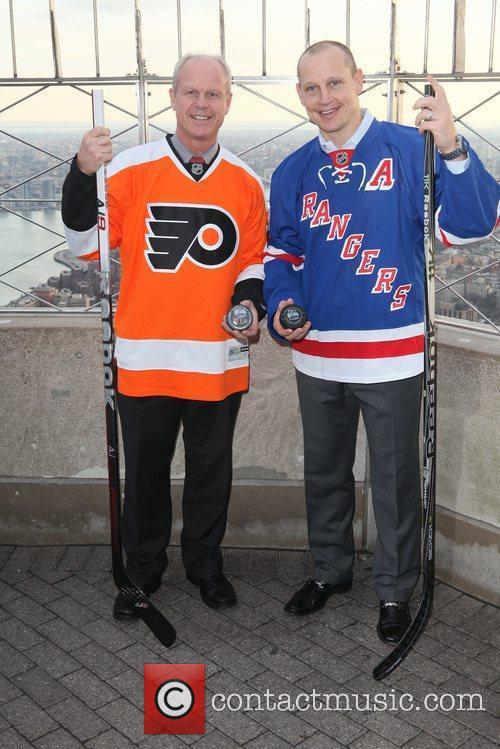 Philadelphia Flyers alumnus Mark Howe and New York...