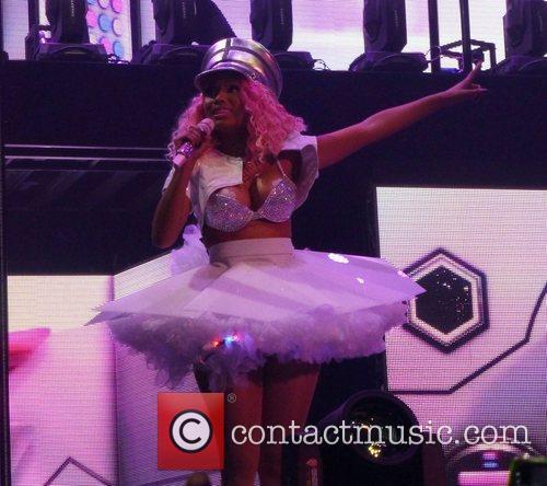 Nicki Minaj suffers nip-slip at start of U.K....