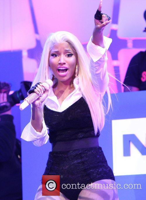 Nicki Minaj and Times Square 3