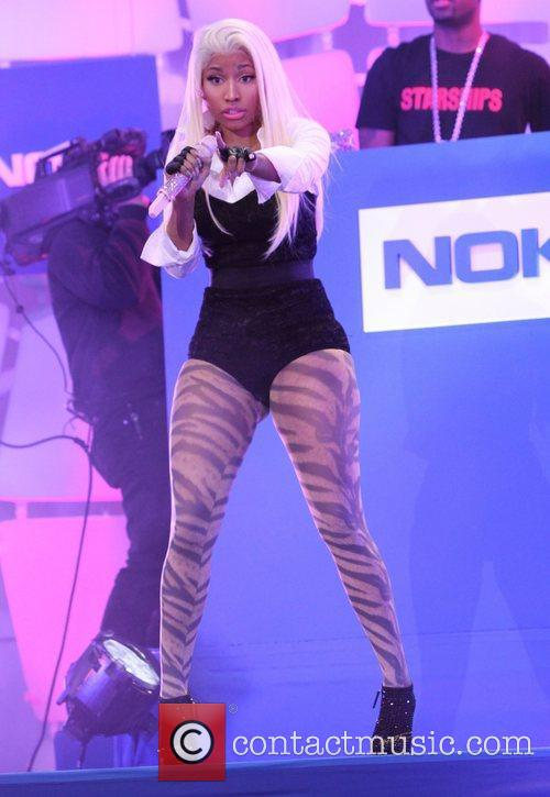 Nicki Minaj and Times Square 4