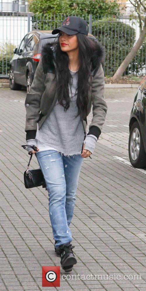 a casually dressed nicole scherzinger arrives at 4149723