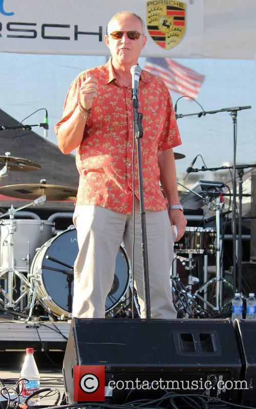 Nikka Costa performs live on Hermosa Beach
