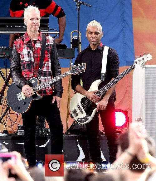 Tom Dumont and Tony Kanal No Doubt performs...