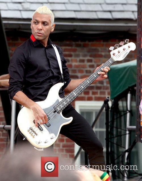 Tony Kanal No Doubt performs live in Central...
