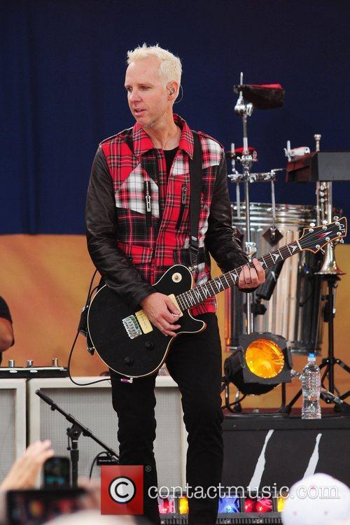 Tom Dumont No Doubt performs live in Central...
