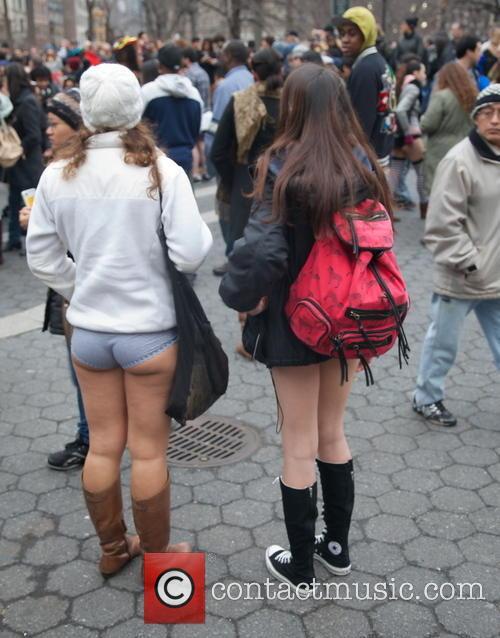 Selena Gomez No Pants Picture - atmosphere