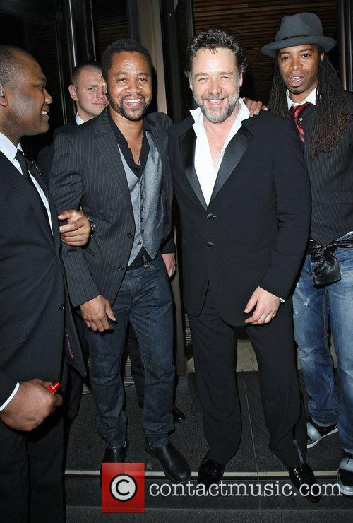 Russell Crowe and Cuba Gooding Junior 3