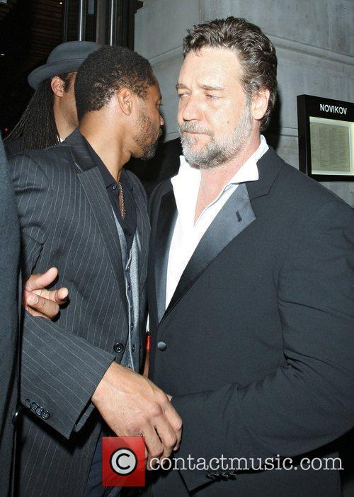 Russell Crowe and Cuba Gooding Junior 8