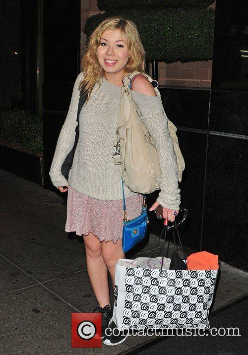 jennette mccurdy outside her midtown hotel new 3897646
