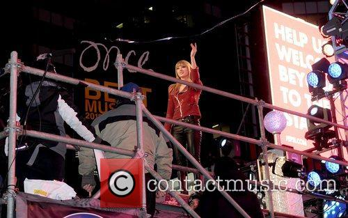 Taylor Swift and Times Square 1