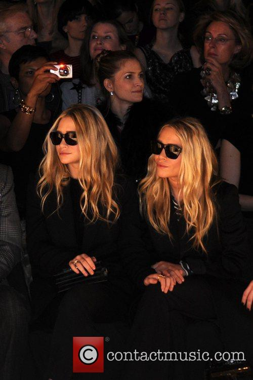 Mary-kate Olsen and Ashley Olsen 4