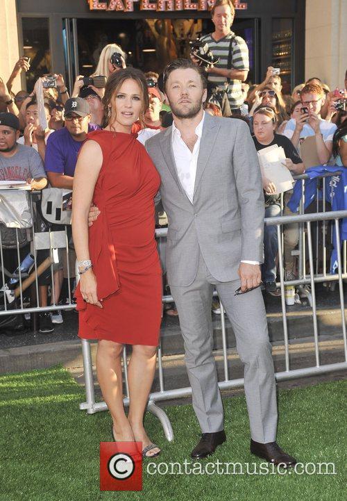 Jennifer Garner and Joel Edgerton 5