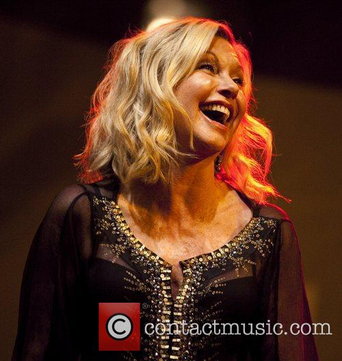 olivia newton john performs live at chicagos 4030229