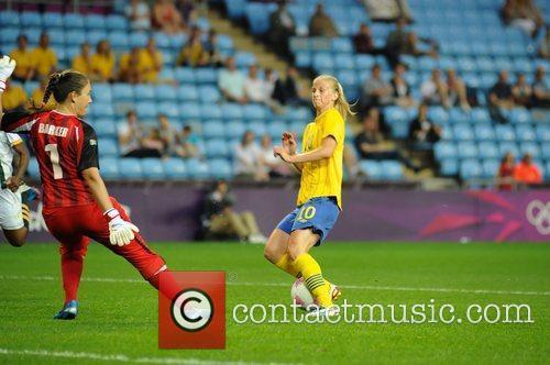Roxanne Barker (South Africa) tackles Sofia Jakobsson (Sweden)...
