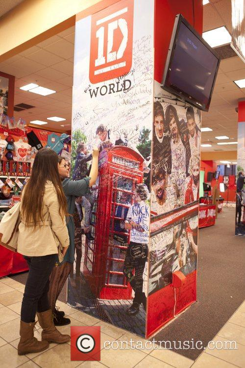 One Direction and World' Pop Up Store 12