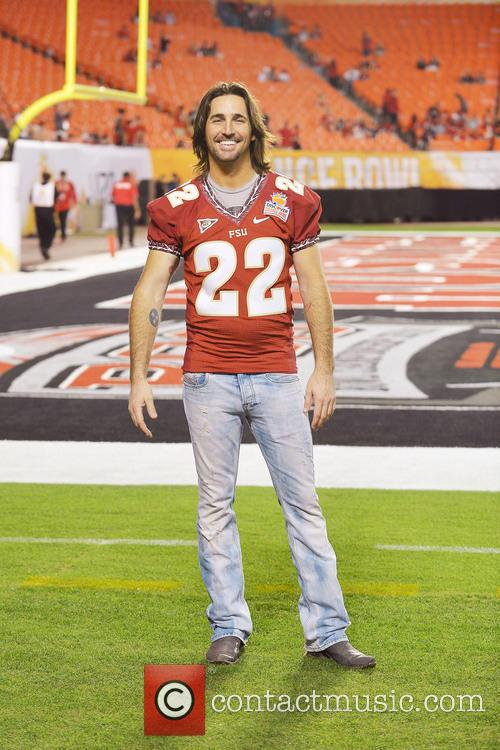 jake owen 2013 discover orange bowl between 20038553