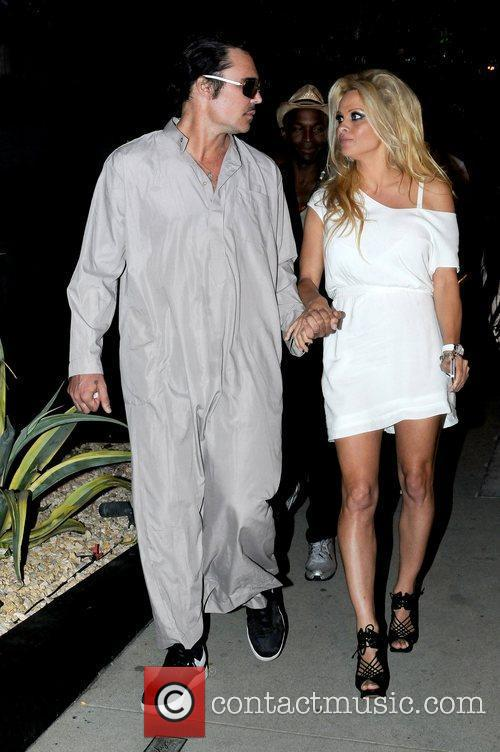 pamela anderson holding hands with a male 5885815