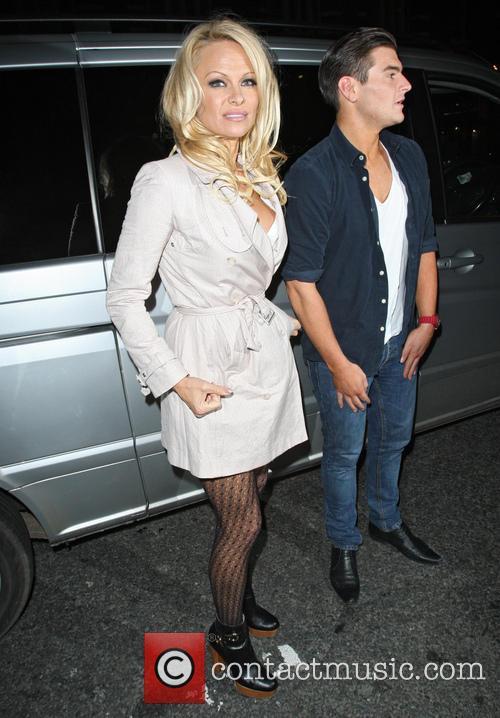 Pamela Anderson, Apollo Victoria Theatre and Wicked 1