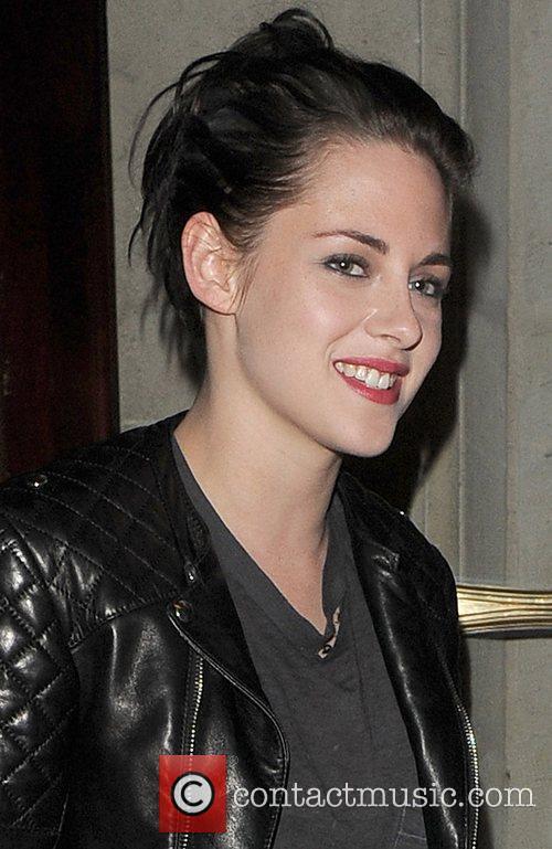 Kristen Stewart leaving her hotel