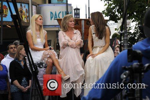 Paris Hilton, Kathy Hilton and Maria Menounos 8