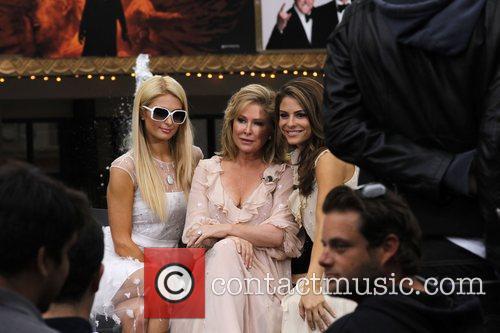 Paris Hilton, Kathy Hilton, Maria Menounos