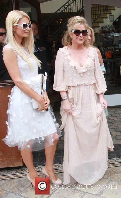 Paris Hilton and Kathy Hilton 3