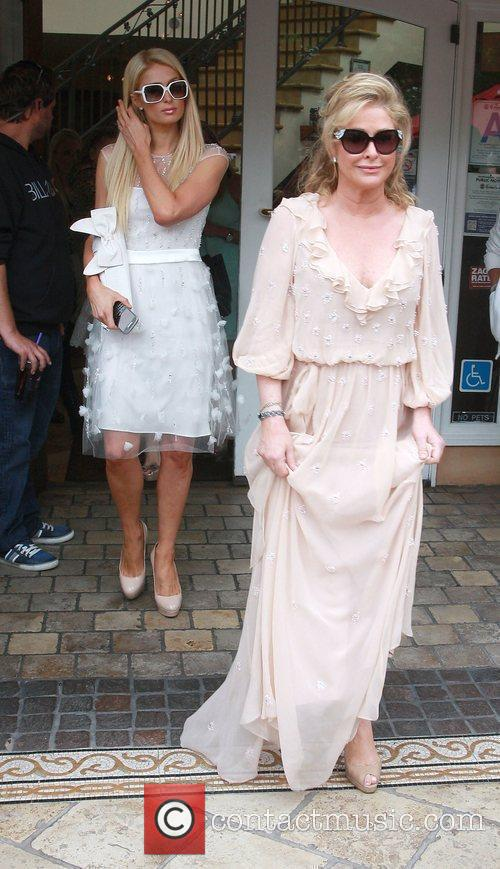 Paris Hilton and Kathy Hilton 4